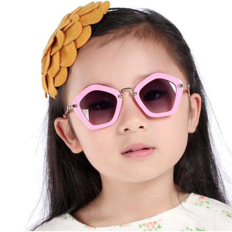 8510b124a06 2016 Fashion Kids Arrow Sunglasses Child Boys Girls Sun Glasses UV400 Sun  Shade Eyeglasses Sunglass Brand Lunette De Soleil R545Kid s Sunglasses